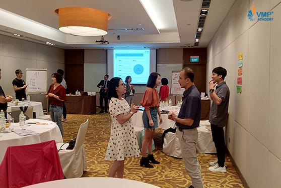 thực hành kỹ năng thuyết trình tại VMP